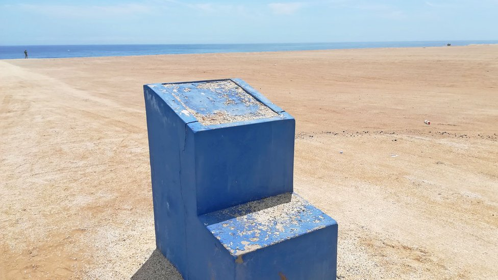 La base de cemento es lo único que queda de la placa conmemorativa. (Foto: Stefania Gozzer)