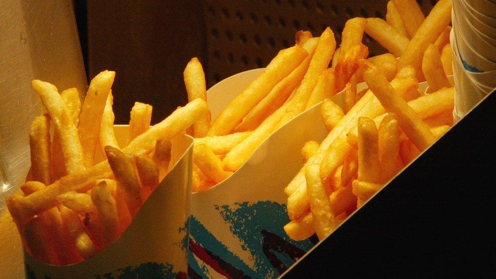 Ученые: пережаренные хлеб и картошка могут вызвать рак