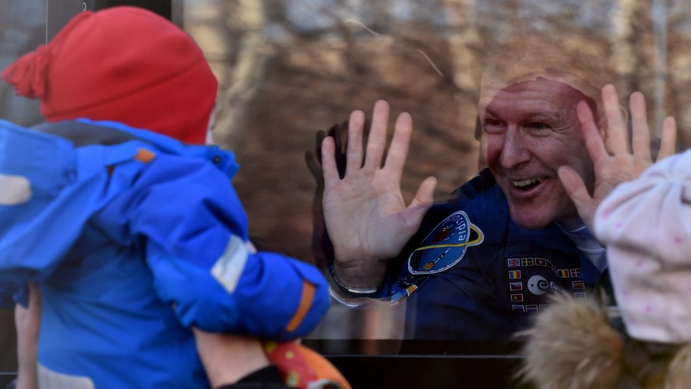 BBC News - Tim Peake: UK astronaut heads for space station