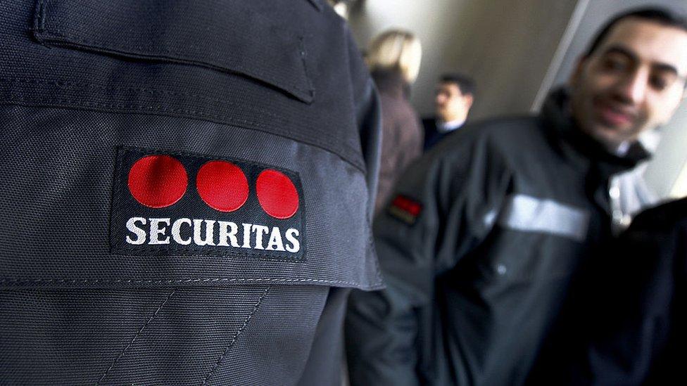 Una chaqueta con el logo de Securitas AB.