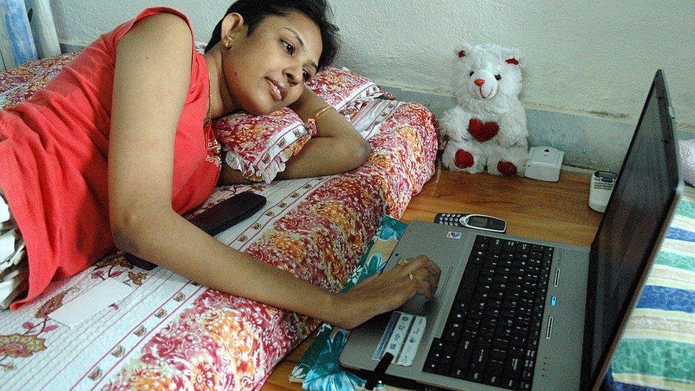 তথ্যপ্রযুক্তি ফ্রিল্যান্সিং: বাংলাদেশের নারীরা যেভাবে ঘরে বসেই আয় করতে পারেন