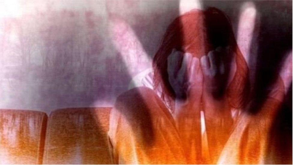 যৌন হেনস্থার শিকার হলে কী করবেন একজন নারী?