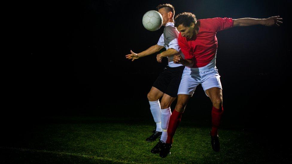 Heading footballs 'affects memory'