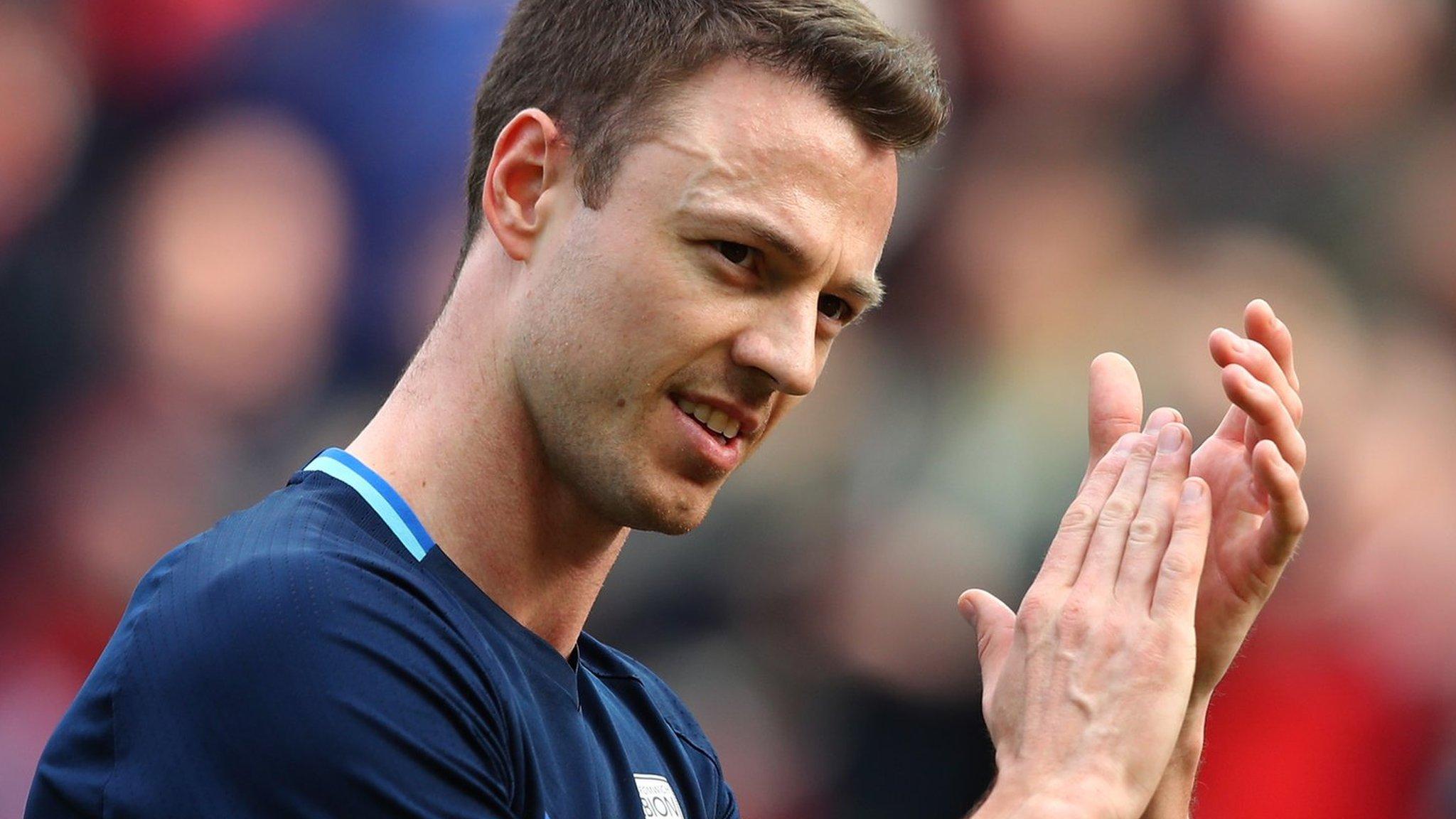 Gossip: Man Utd consider bringing back Evans
