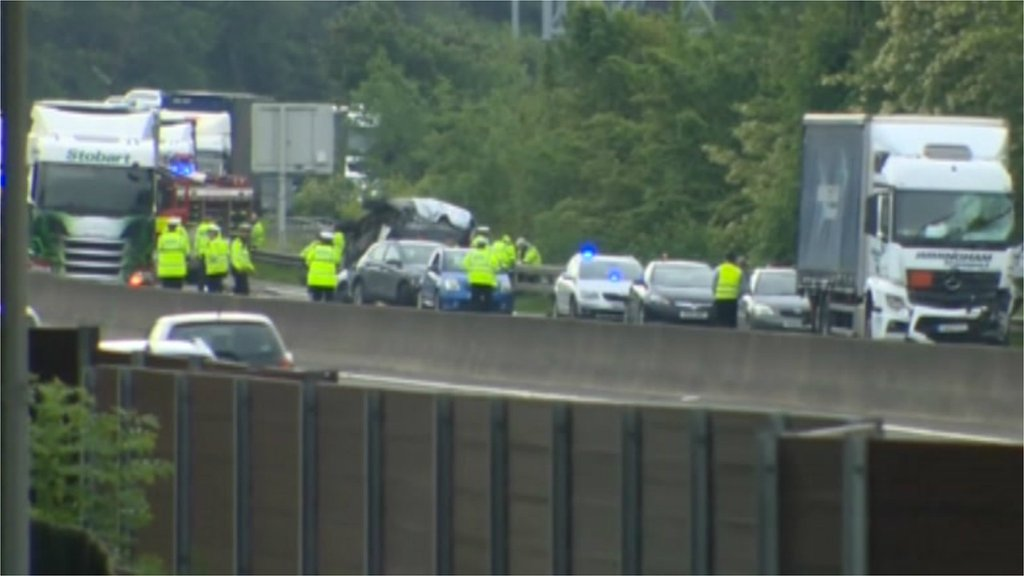 As it happened: M1 closed after fatal Sheffield Tinsley crash - BBC News