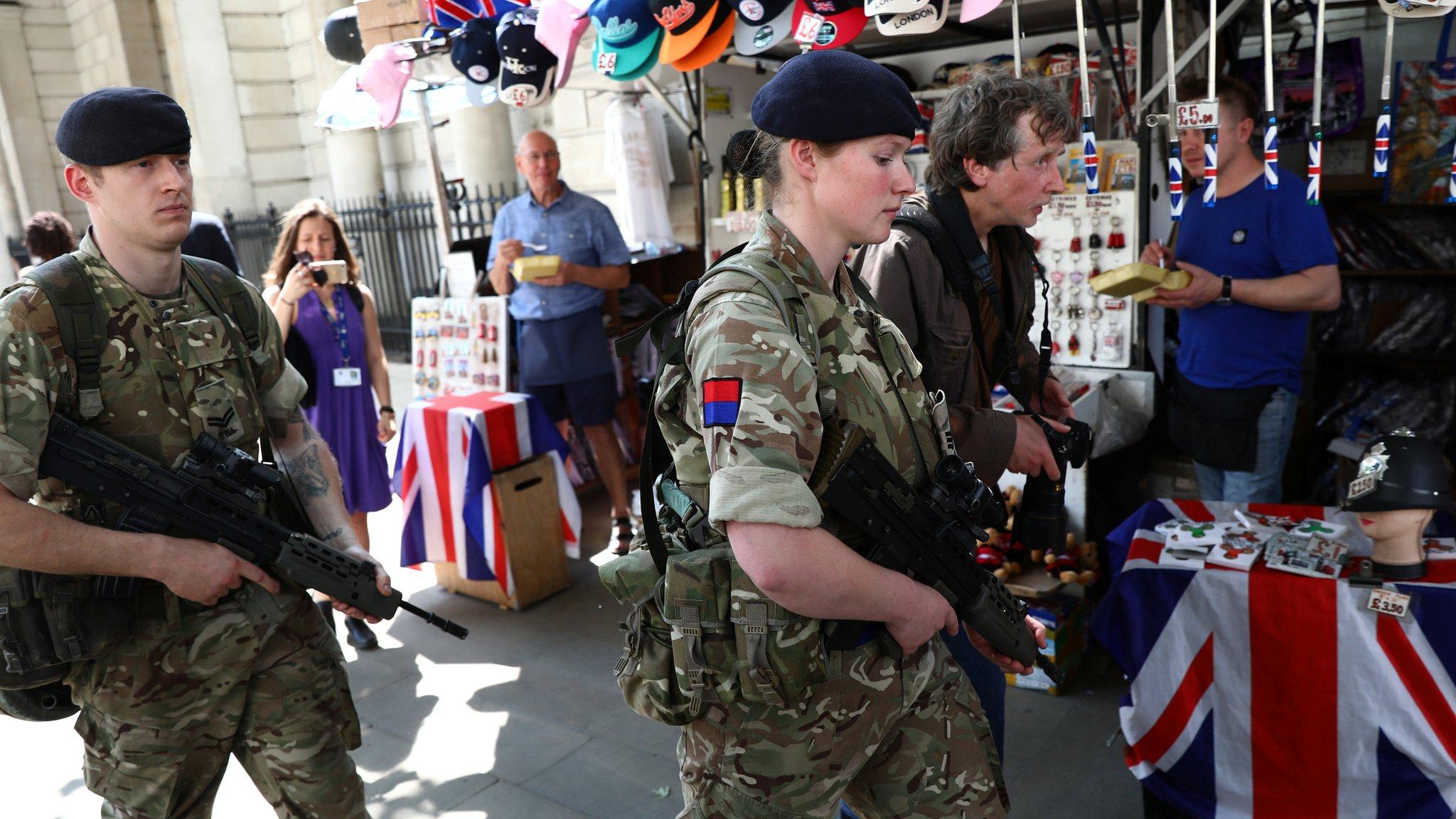 افزایش سطح هشدار امنیتی؛ سربازان بریتانیایی در مرکز لندن مستقر شدند