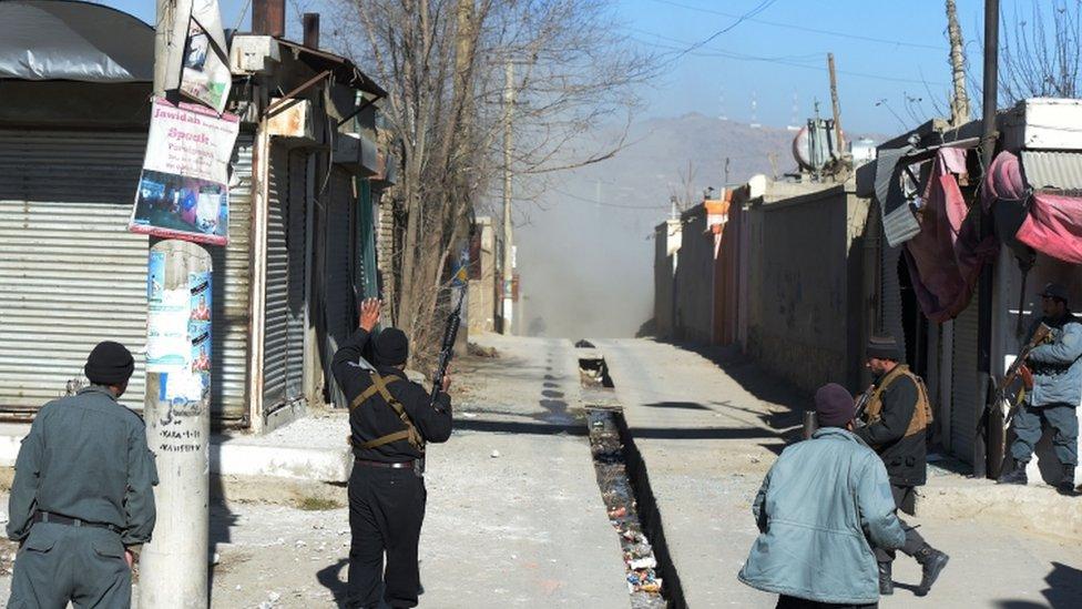 El polvo en una de las calles tras una de las explosiones.