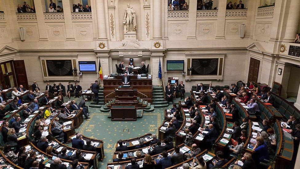 Belçika Temsilciler Meclisi, Dağlık Karabağ'da Azerbaycan'ı kınayan, Türkiye'yi eleştiren karar tasarısını kabul etti, Ankara 'Karar hukuki değil' dedi - BBC News Türkçe