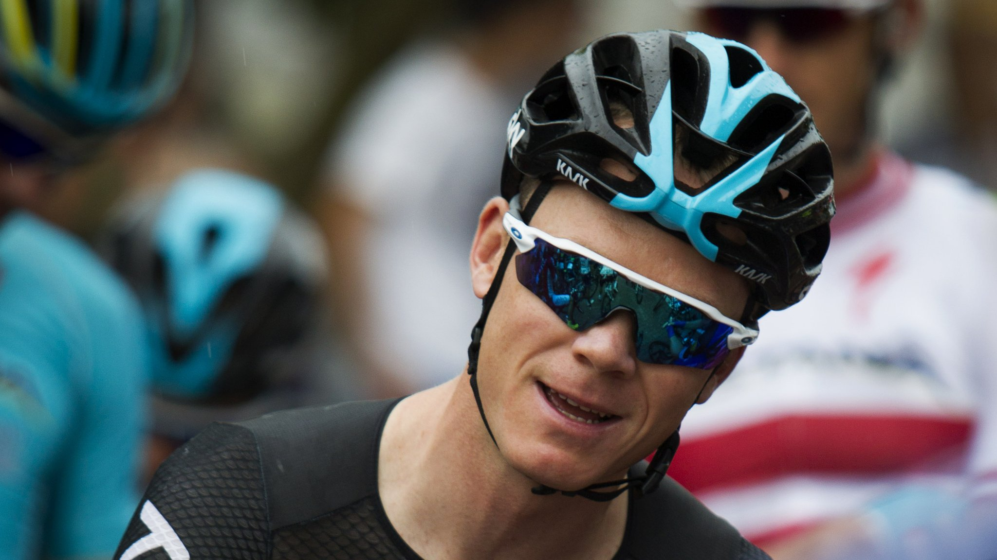 Froome caught up in crash but stays third in Vuelta