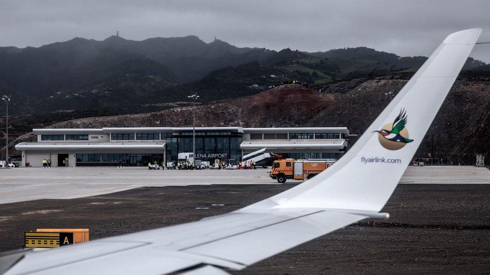 從首航客機上拍攝的聖赫勒拿機場停機坪情況(14/10/2017)