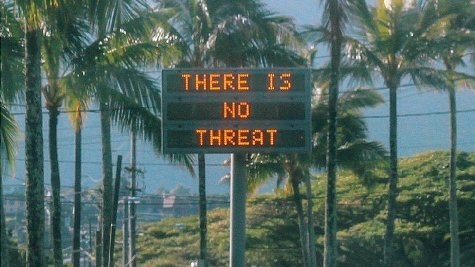 Cartel en Hawái que dice: no hay amenaza.