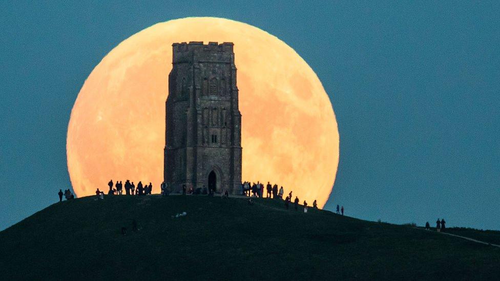 Luna llena en Glastonbury