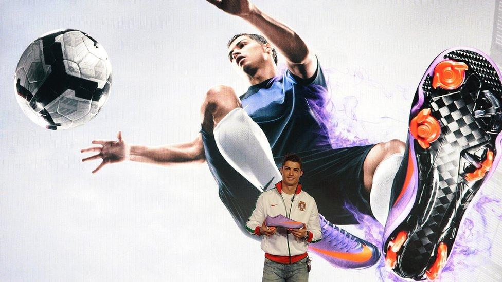 Cristiano Ronaldo en una campaña con una marca de ropa deportiva