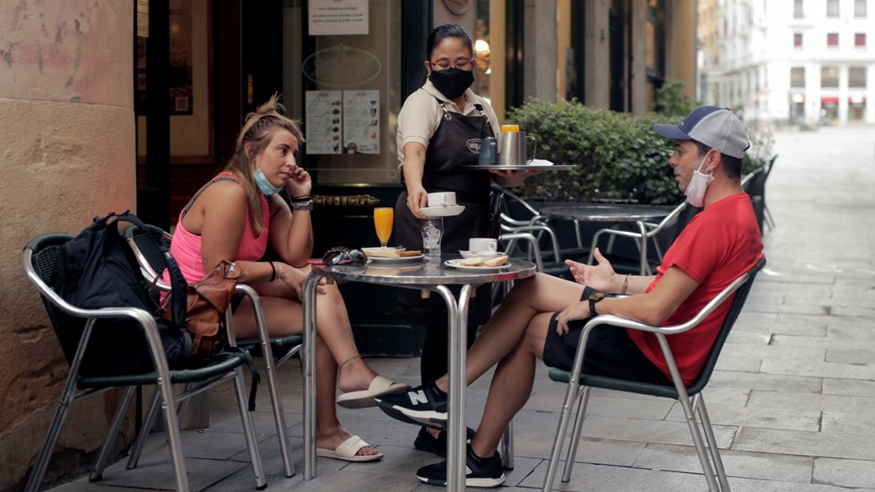 Breakfast on the terrace of a bar during the first day of mandatory use of masks everywhere in Madrid region