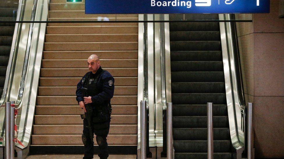 نشرت السلطات الفرنسية قوات أمن في مطار أورلي بعد الهجوم