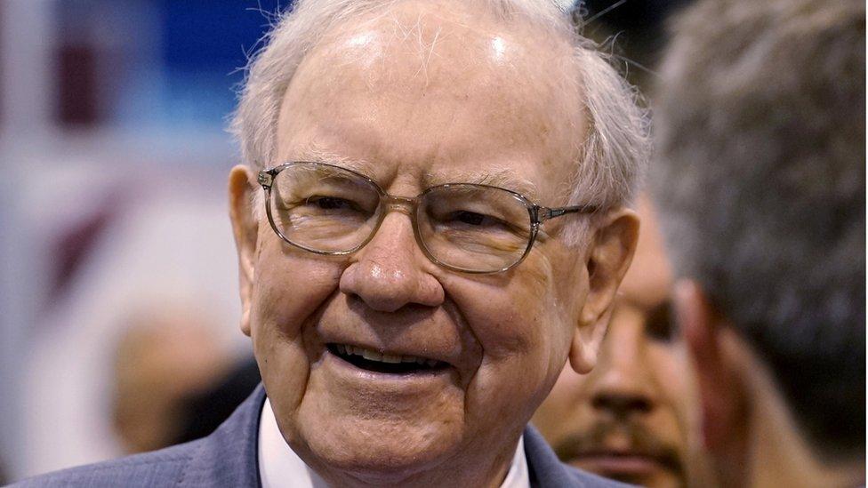 Warren Buffett es partidario de cobrar mayores impuestos a los ricos.