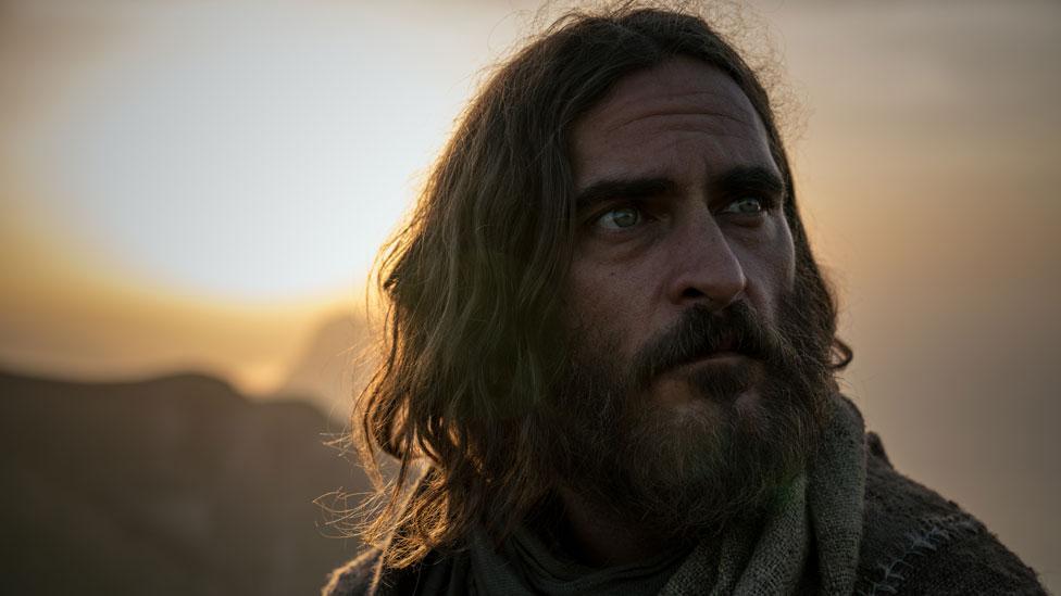 """Joaquin Phoenix en una escena de """"María Magdalena"""" (Foto: Universal)"""