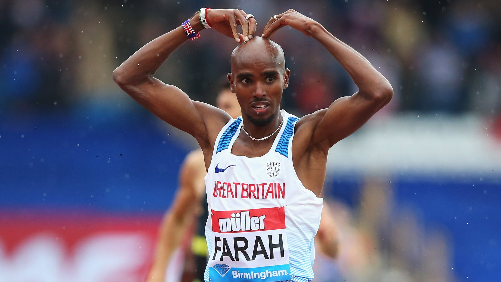 Farah wins final track race in Britain - highlights & report