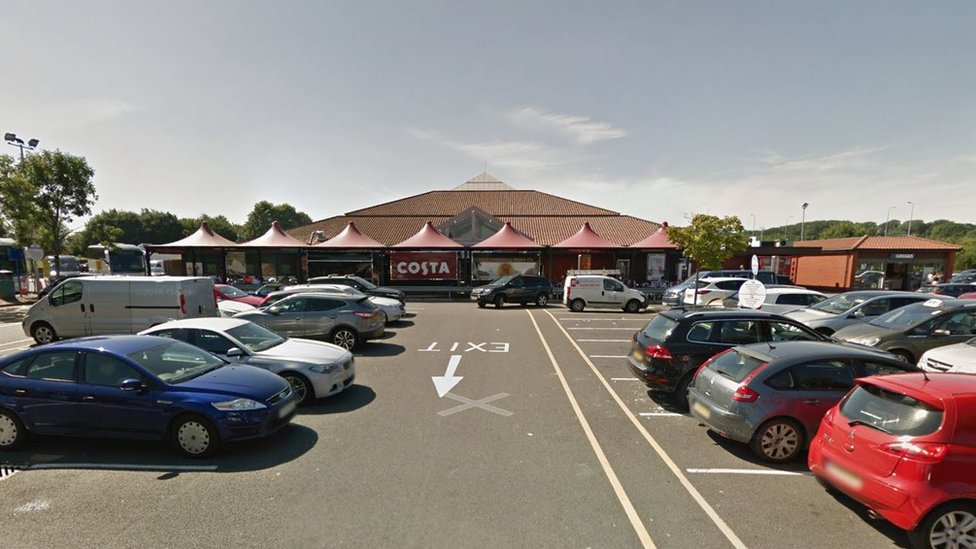 Service station thieves 'using car key jammers'
