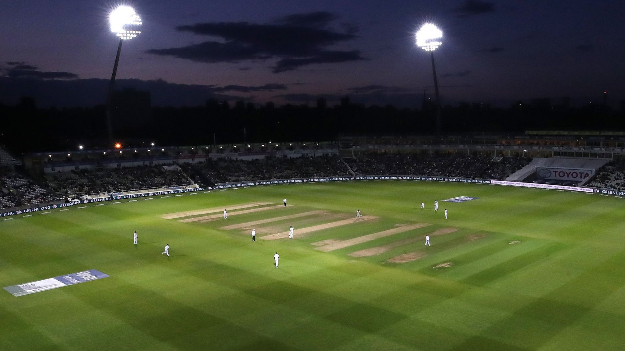 Spot the difference - pink ball & floodlights, but not much else