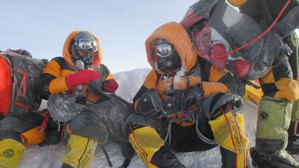 Everest: Indian police couple's summit claim investigated