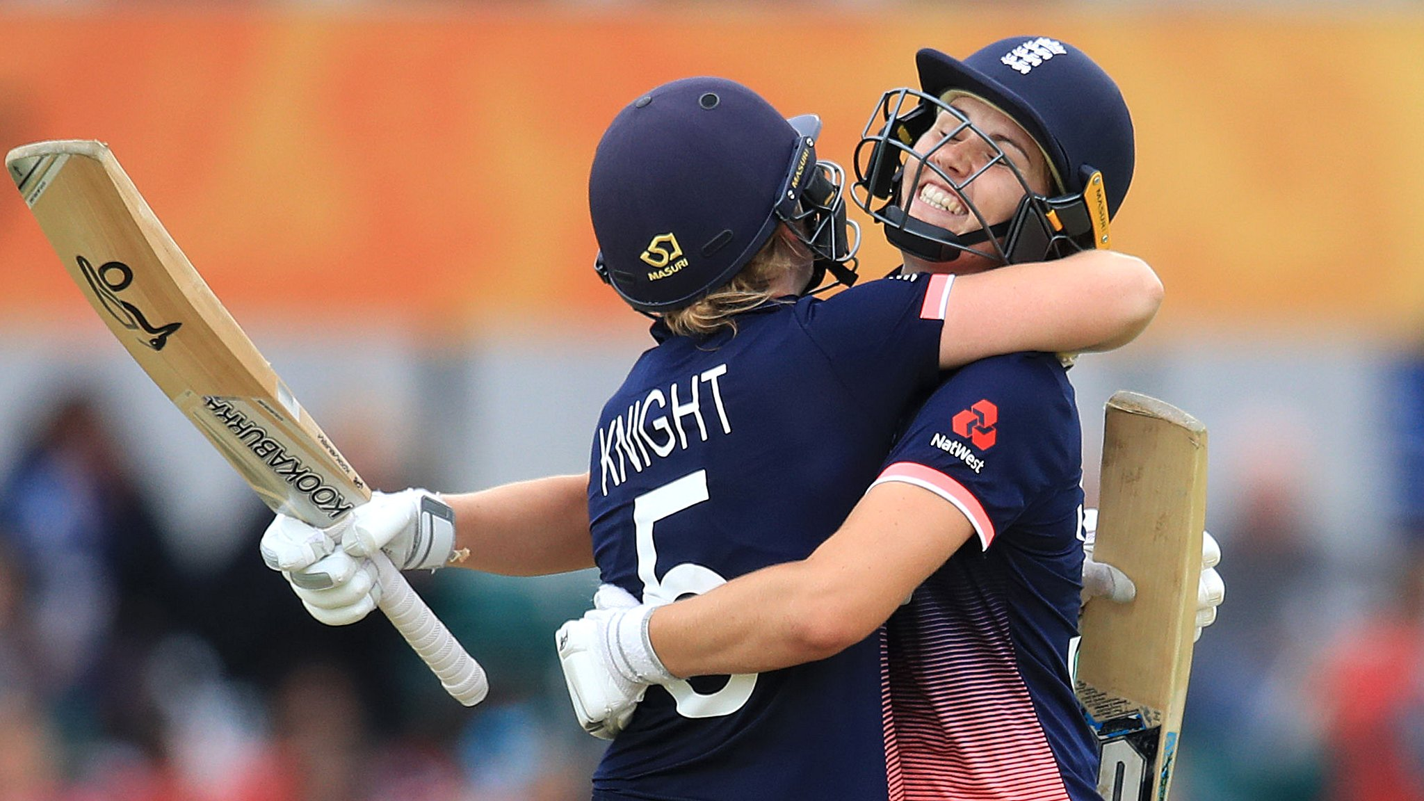 Women's World Cup 2017: England beat Pakistan as Natalie Sciver & Heather Knight star