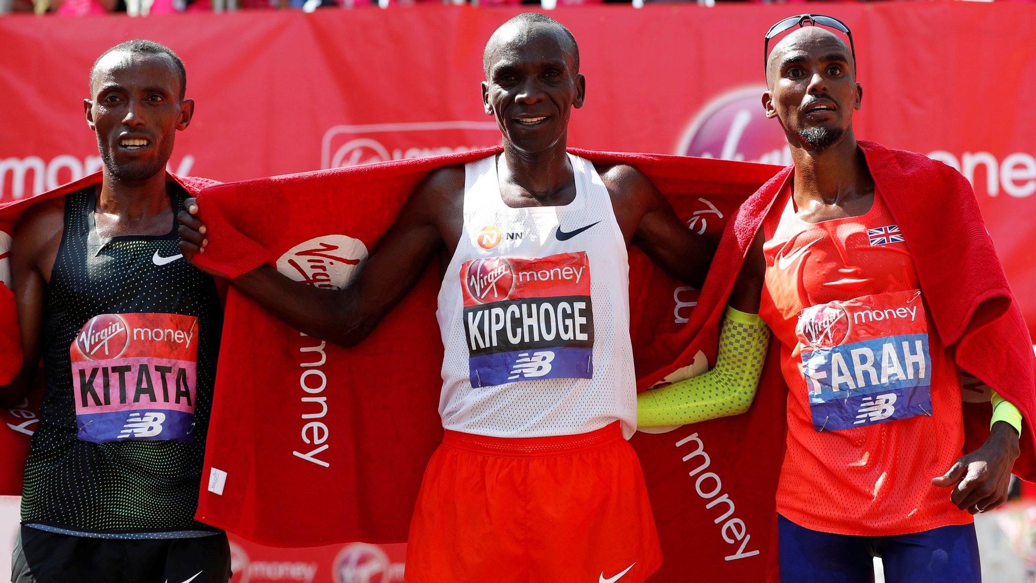 Farah finishes third in London Marathon | BBC