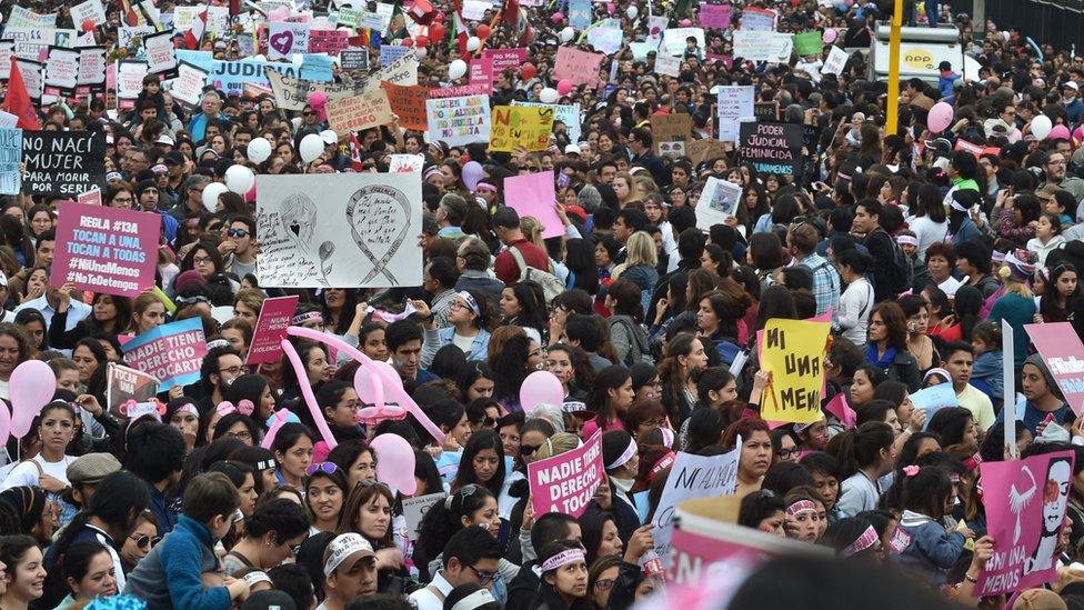 Miles de manifestantes en la marcha