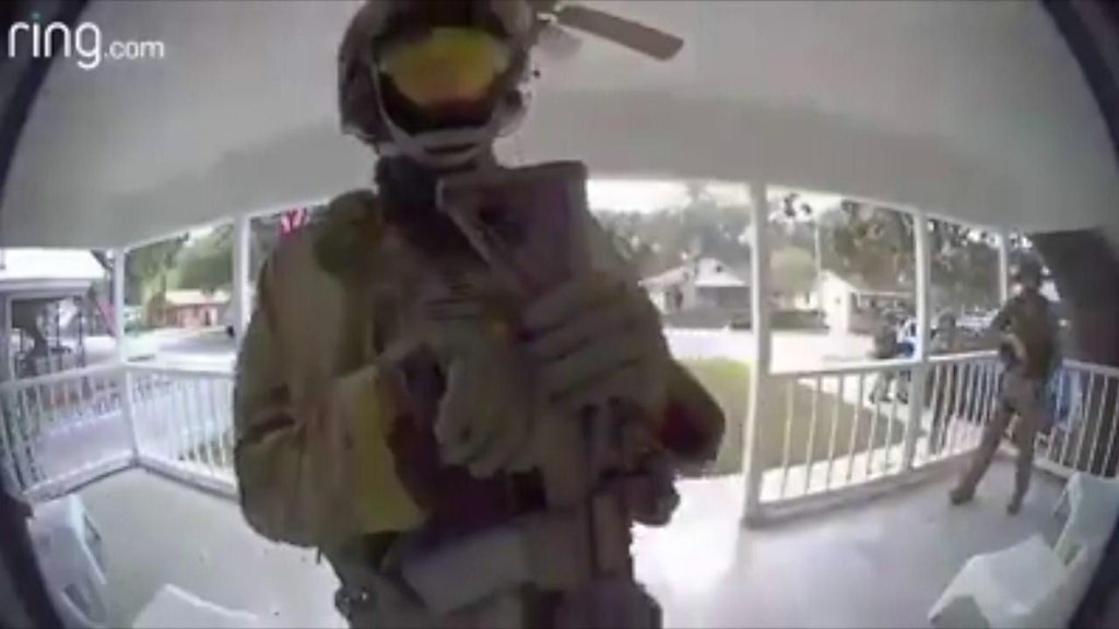 SWAT team searches Florida neighbourhood for serial killer