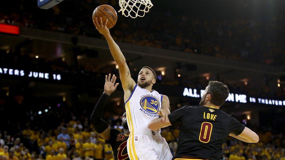 Los Cavaliers, con gran exhibición ofensiva, evitan barrida de Golden State