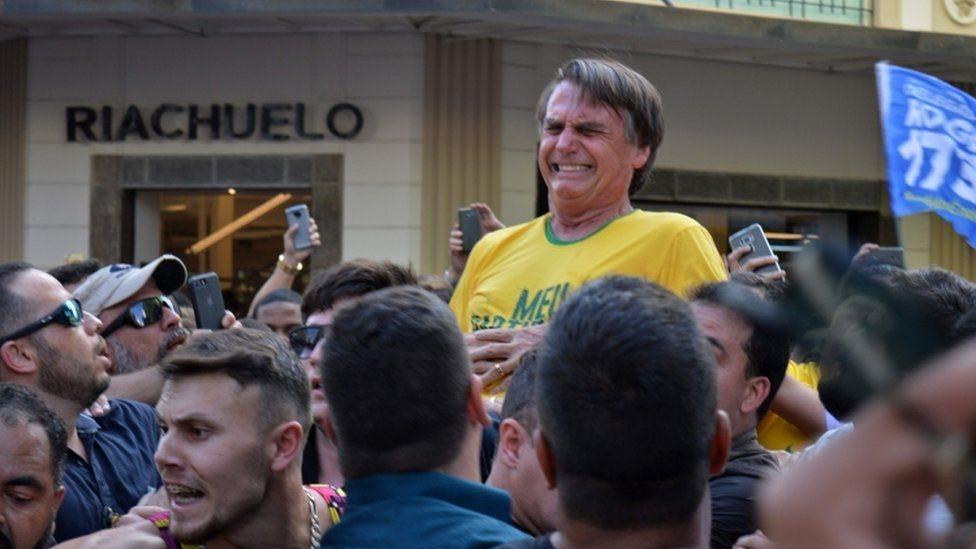 د برازیل د ولسمشریزو ټاکنو پر مخکښ نوماند 'ژایر بالسونارو' د چړې برید شوی