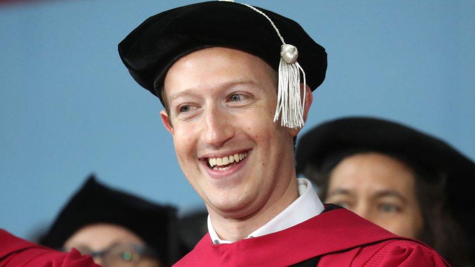 Mark Zuckerberg se garduó en Harvard, Cambridge, y fue allí donde fundó Facebook. Pero después se trasladó a California.