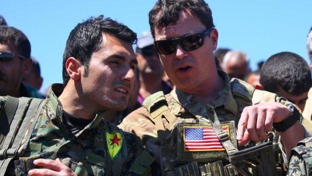 مستشارون عسكريون تابعون للتحالف الدولي بقيادة الولايات المتحدة في سوريا