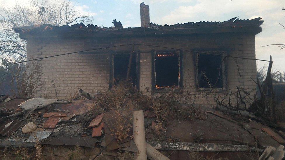 АТО: боевики обстреляли Зайцево, несколько домов сгорело дотла