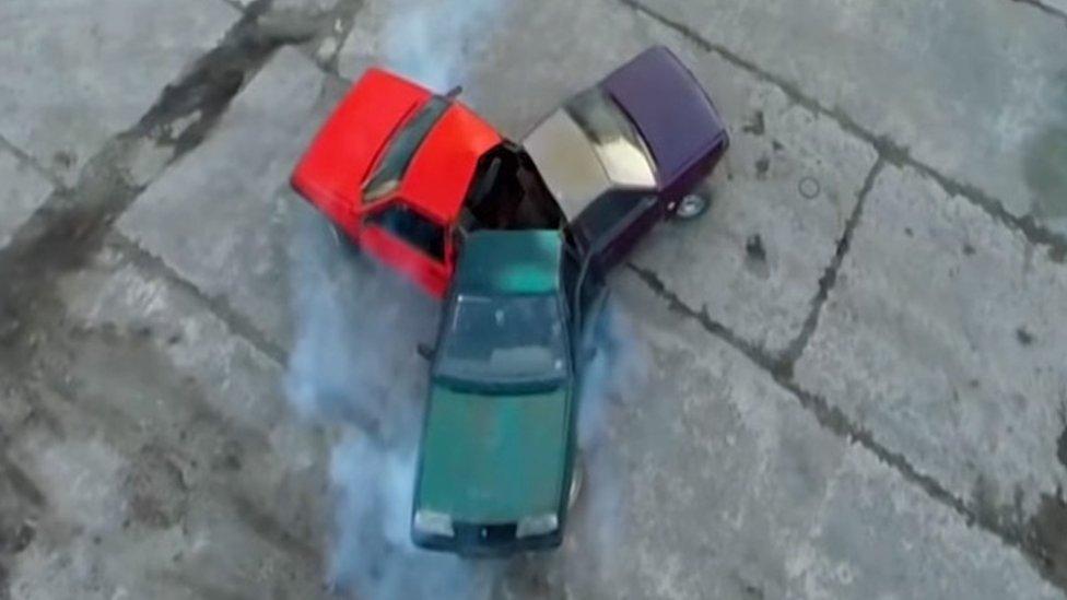 Russians build three-car fidget spinner