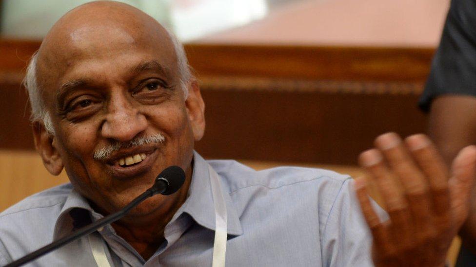 Kirankumar Reddy, director de la Agencia India de Investigación Espacial (ISRO) dio una conferencia de prensa tras el lanzamiento para celebrar el éxito espacial.