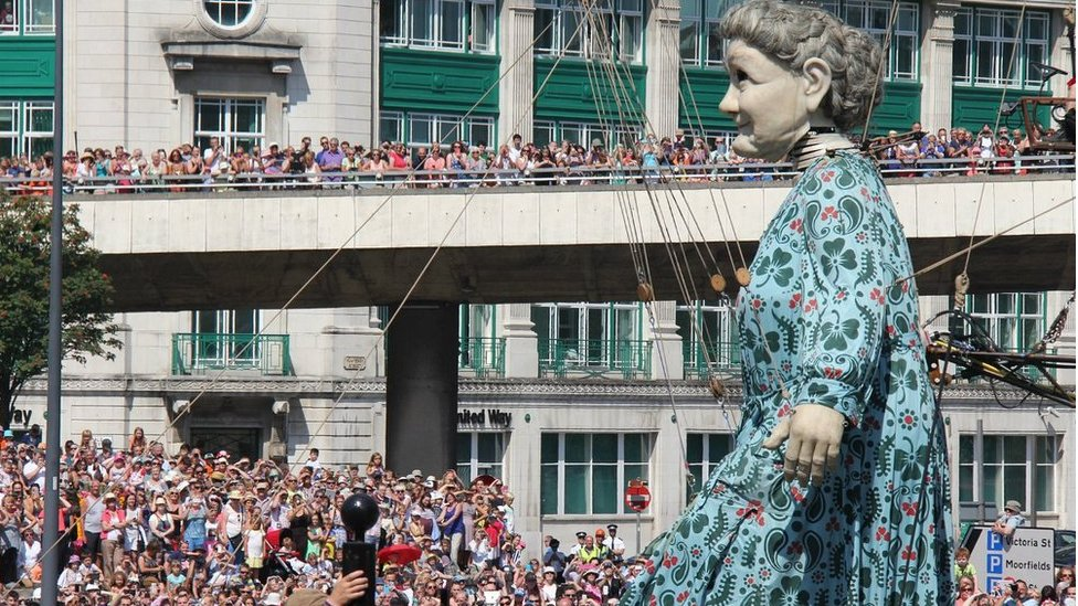Anger at Liverpool rail disruption during Giants show | BBC