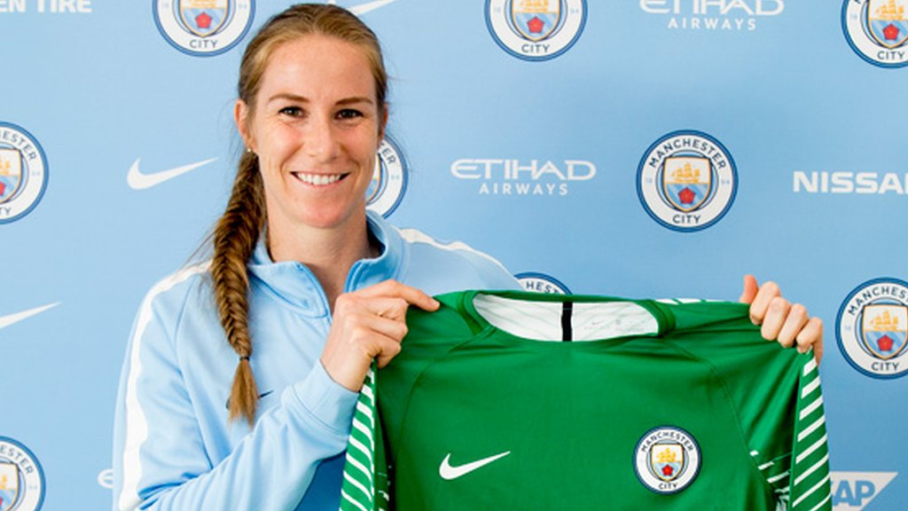 Karen Bardsley: England goalkeeper agrees new Manchester City Women deal