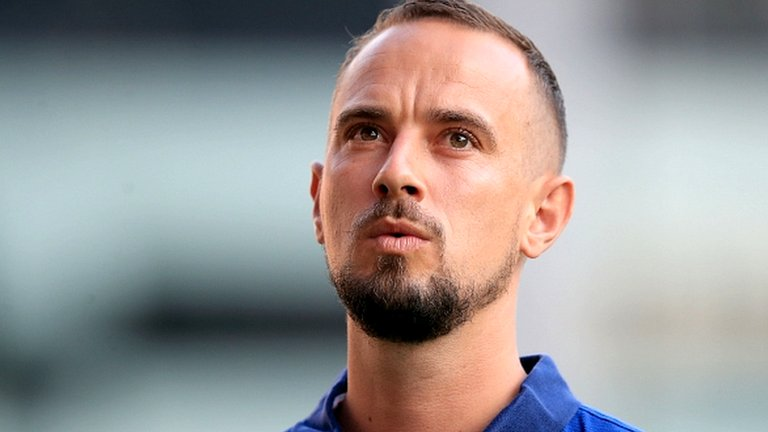 Mark Sampson: Next England manager should be female, says Kelly Smith