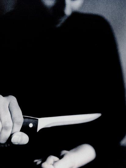Los autores de la serie consideran que se debe mostrar la realidad del suicidio de frente.