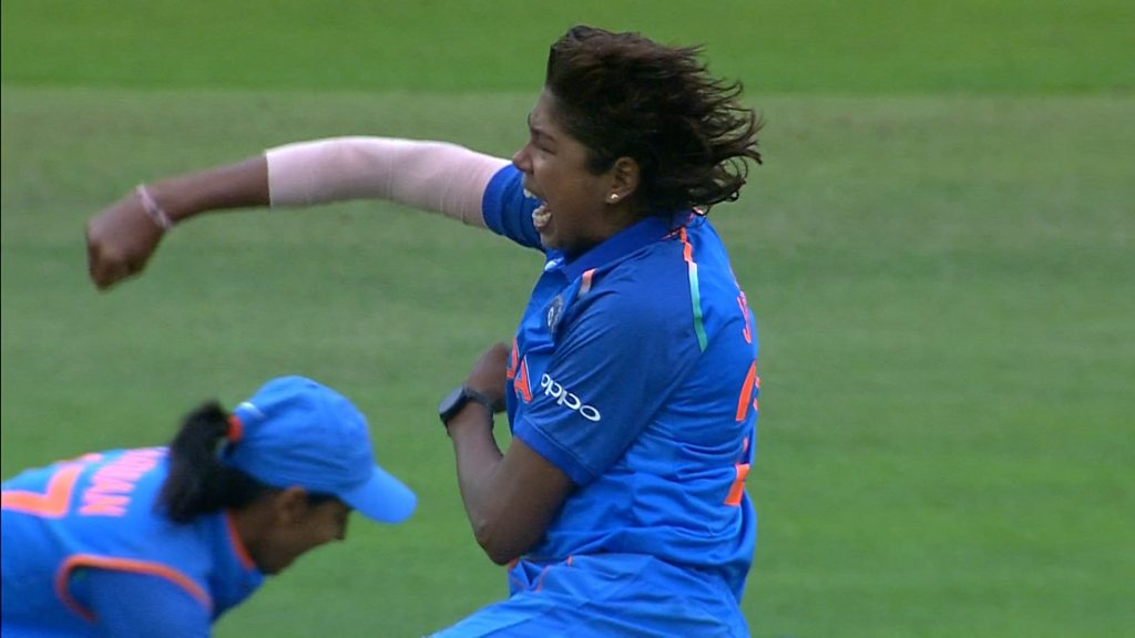 Womens World Cup final: Englands Sarah Taylor and Fran Wilson fall in successive balls