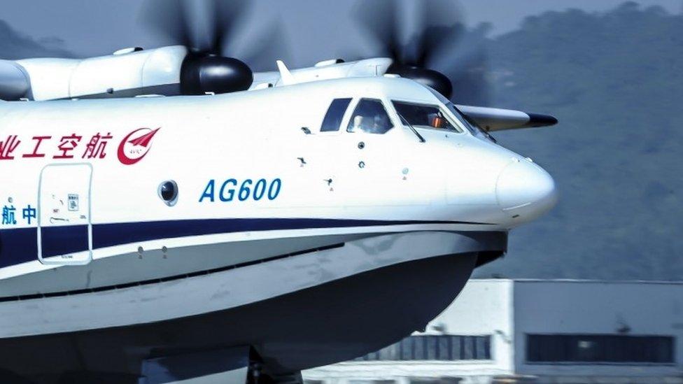 China pasó trabajando en el avión ocho años.
