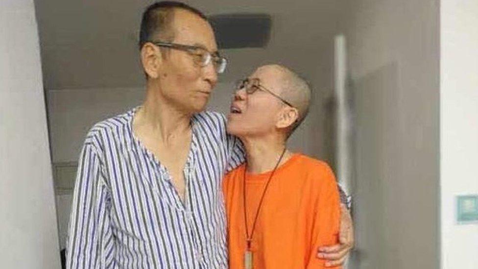 「我在有形監獄服刑、妳在無形心獄等待」劉曉波與劉霞:超越鐵窗的愛