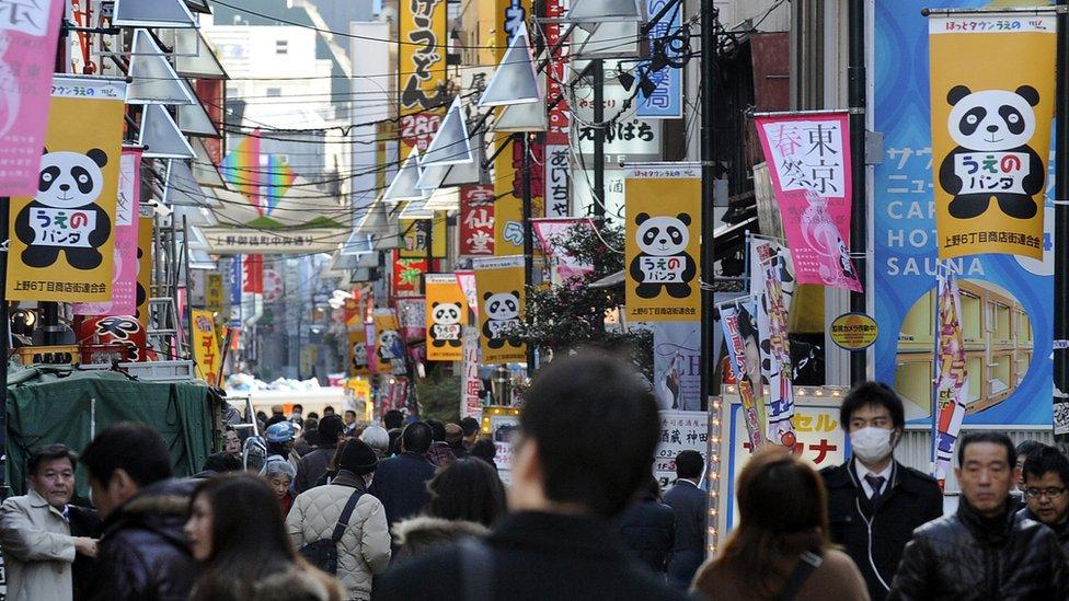 東京上野商店街掛滿以大熊貓為主題的宣傳條幅(21/2/2011)