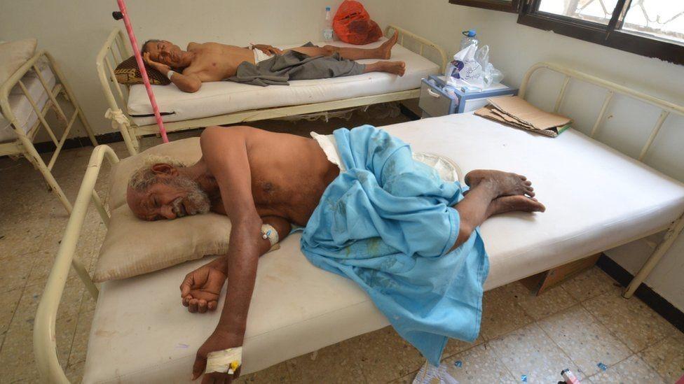 مرضى بالكوليرا في مسنشفى باليمن
