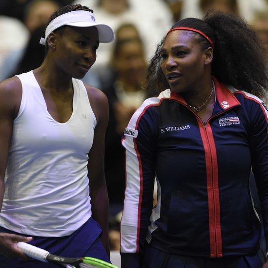 Venus (izquierda) y Serena Williams