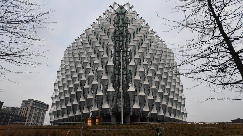 La nueva embajada de Estados Unidos se ubica en un edificio modernista construido en el sector sur de Londres.