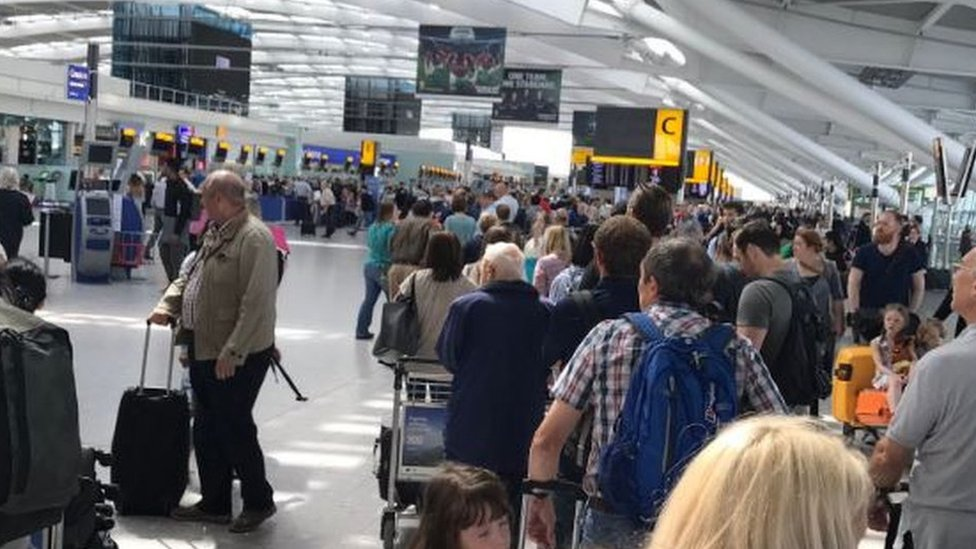 British Airways: Flights cancelled amid IT crash