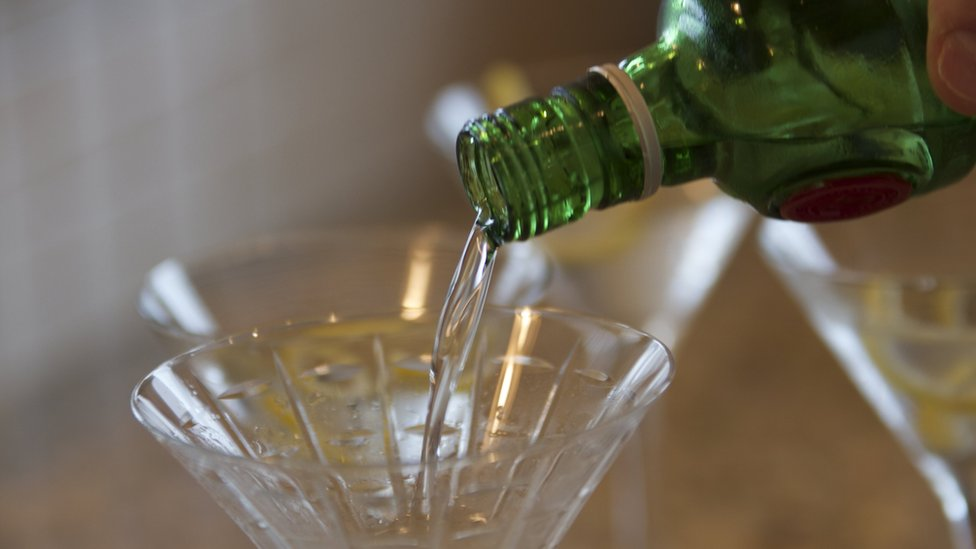 Airport alcohol sales to be reviewed after drunken incidents