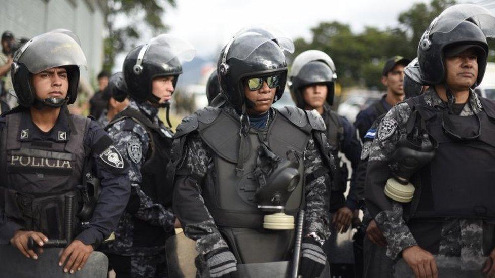 Policías en Tegucigalpa.
